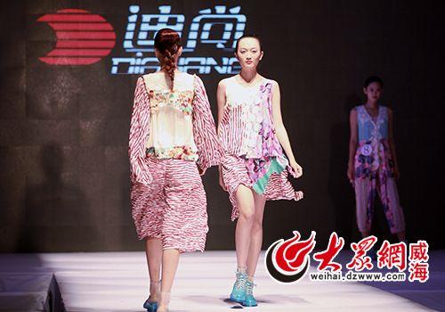 迪尚集团模特走秀展示创意服装.jpg